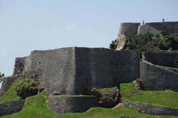 03-0015 鉄壁の城塞。威風堂々とした三の郭 城壁。
