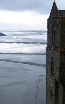 10-0045 モンサンミッシェルから眺めたサン・マロ湾 幻想的です