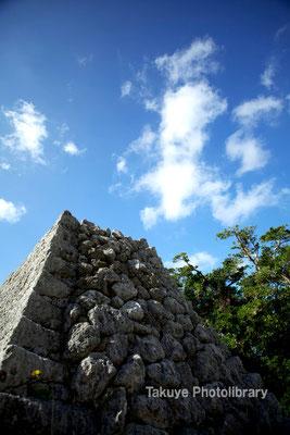 06c-0021 浦添城跡 復元中の城壁