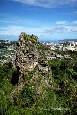 06c-0003 浦添城跡の最東端にある「ハナリジー」別名:為朝岩