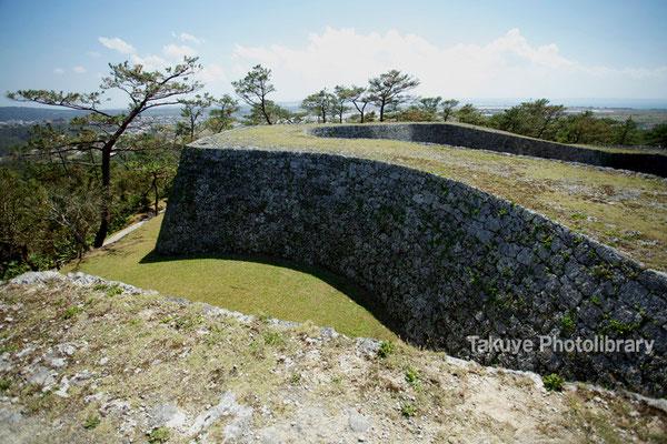 05-0006 曲線を描く一の郭の美しい城壁