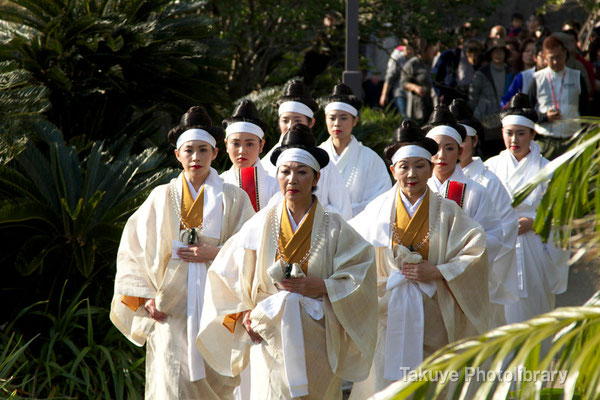 01d-0004 首里城祭祀 百人御物参 首里城内、京の内を巡拝