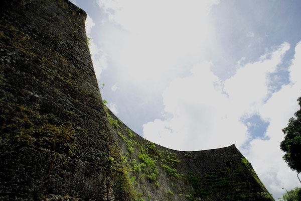 01-0012 美しい曲線を描く首里城北側城壁