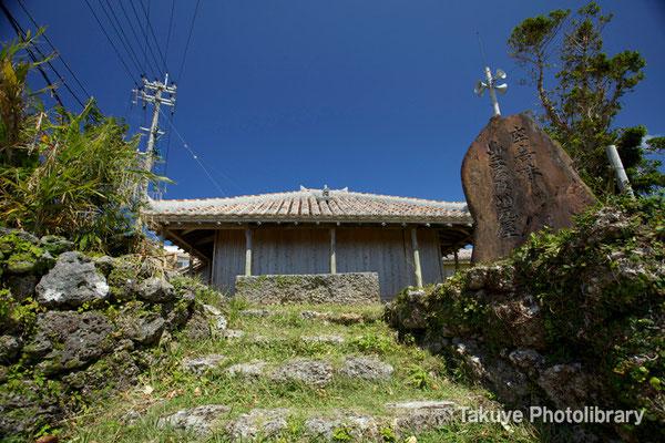 07-0066 ヒンプンがある古民家 ヒンプンとは悪霊を跳ね返す、目隠しにもなる屏風のような塀