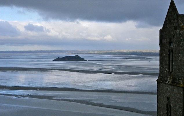 10-0046 モンサンミッシェルから眺めたサン・マロ湾 幻想的です