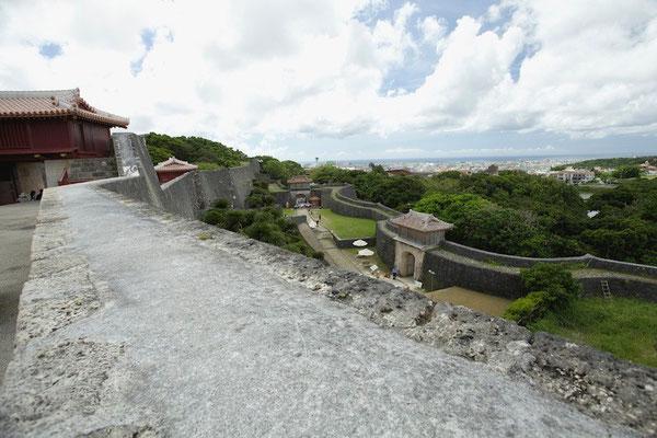 01-0022 首里城 広福門前からの眺望  左から 漏刻門 瑞泉門 歓会門 久慶門