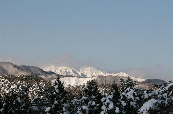 09-0051 ひるがの高原SAから望む白山