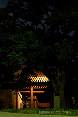 01-0072 首里城 円覚寺正門 ライトアップ