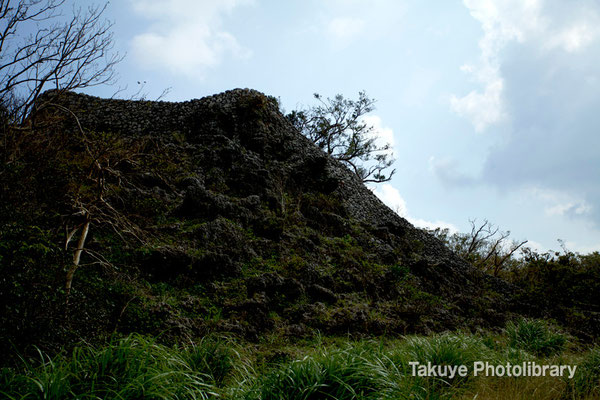 06a-0002 最初に見ることが出来る北のアザナ城壁