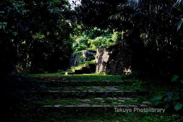 08-0036 宜野湾御殿の墓(琉球王府王子家)への石畳階段