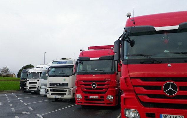 15-0002 フランス 大型輸送トラック