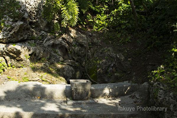 06i-0012 参道途中の拝所