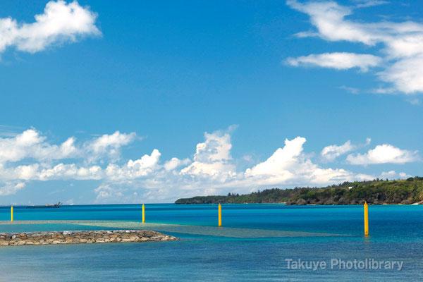 07d-0009 瀬底島と青碧藍の海