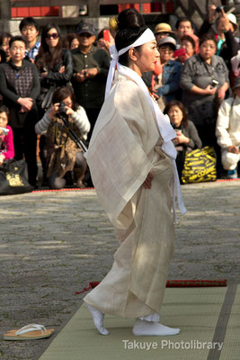 01d-0007 首里城祭祀 百人御物参(ももそおものまいり)