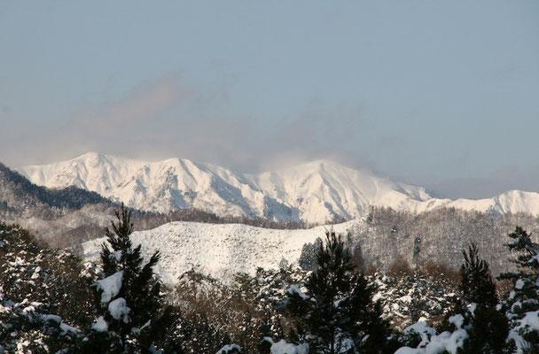 09-0052 ひるがの高原SAから望む白山