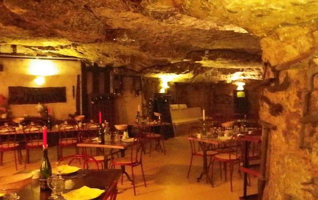 10-0026 ロワール地方の石切場を改造した洞窟レストラン
