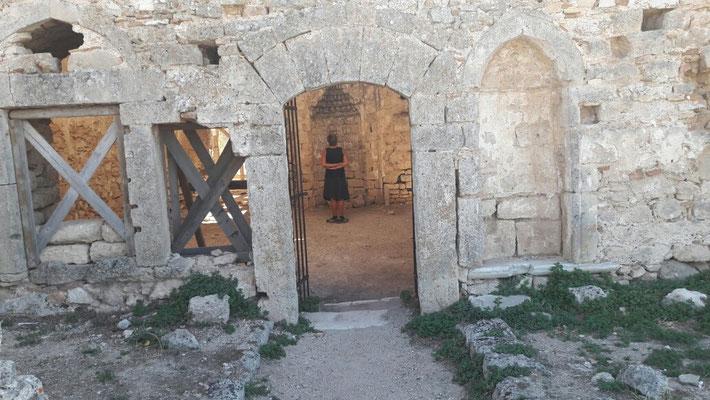 Im Tempel der Aphrodite auf Akrokorinth