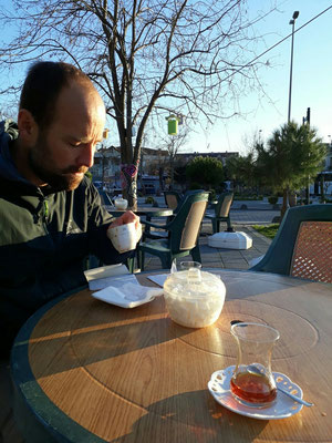 Percy freundet sich nur langsam mit türkce kahve an