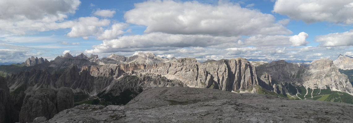 Atemberaubendes Panorama auf dem Felsplateau Pisciadu