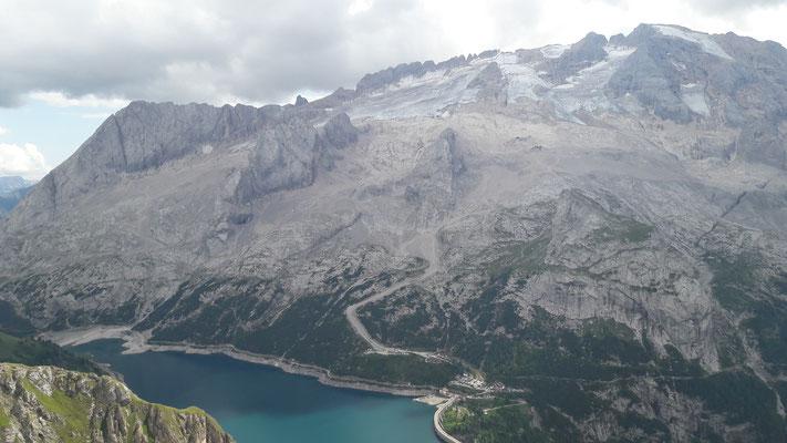 Blick auf den Gletscher Marmolada