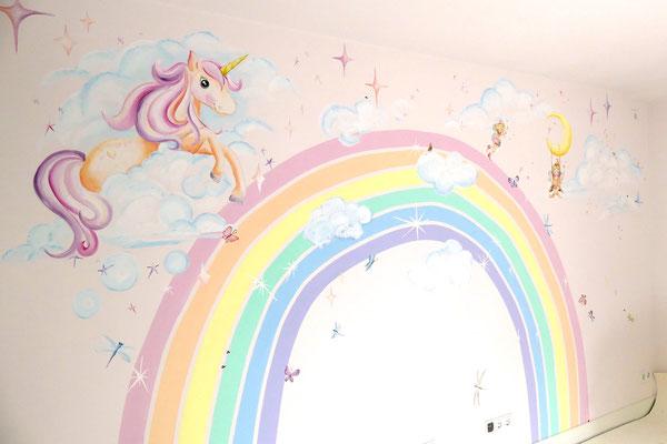 De unicorn/eenhoorn-muurschildering in pasteltinten, lekker zoet.