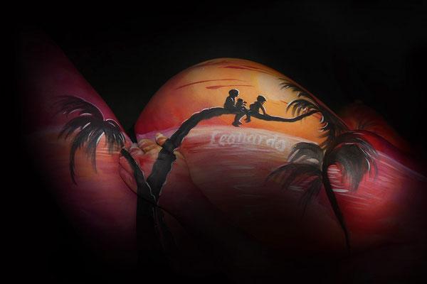 Sylhouet gezinnetje met ondergaande zon