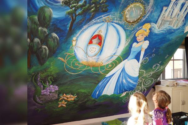Grote sprookjes muurschildering voor op meisjeskamer