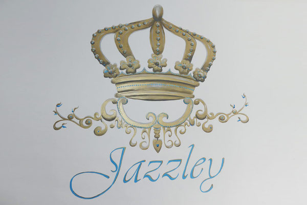 Gouden kroon muurschildering voor babykamer