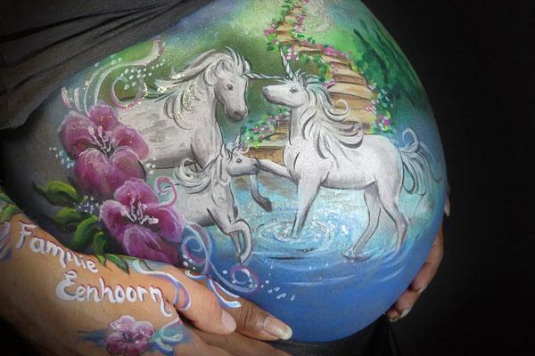 Unicorns in deze buikbeschildering
