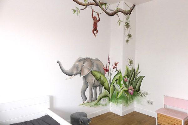 Hoekje opgevuld met jungle-achtige muurschildering