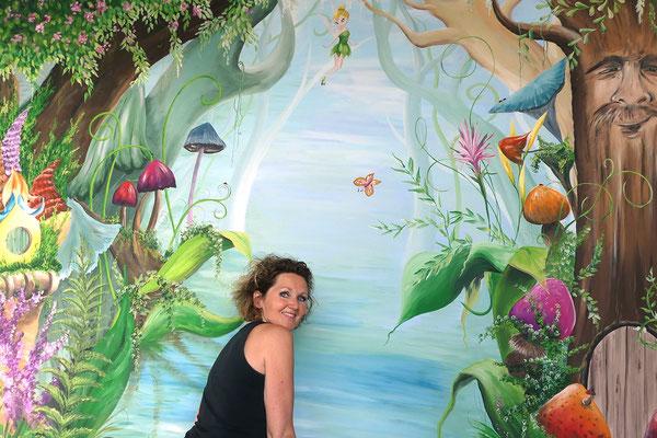 Een muurschildering in sprookjesstijl