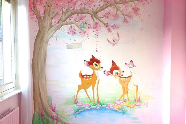 Meisjeskamer muurschildering met Bambi's