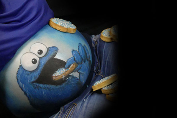 Koekiemonster van Sesamstraat als buikbeschildering