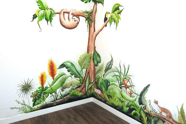 Muurschildering op babykamer in thema jungle