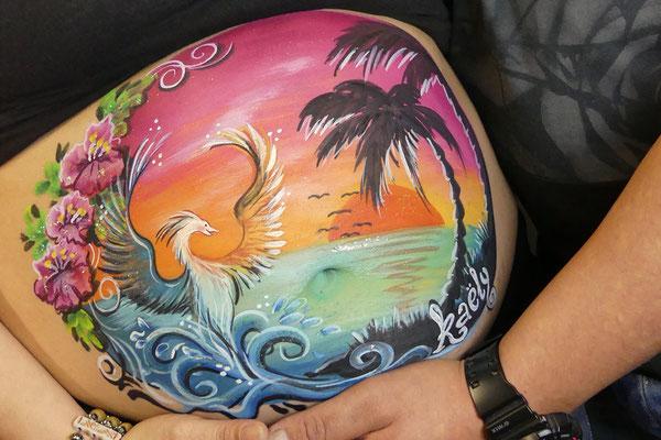Een feniks, een tropische buikschildering