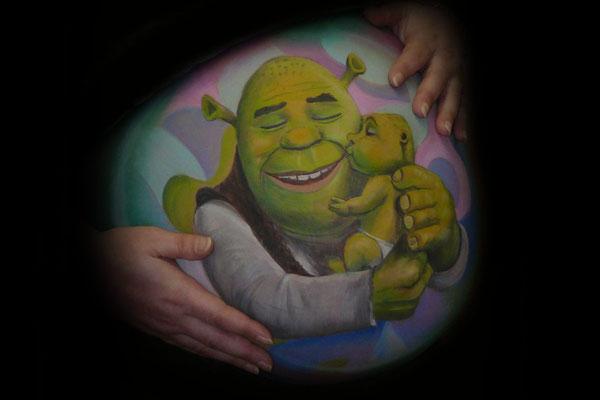 Een buikbeschildering met Shrek