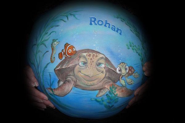 Een cartoon schildpad in deze buikschildering