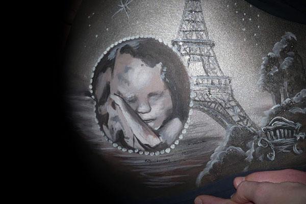 De echo en hun favoriete stad Parijs in de bellypaint verwerkt