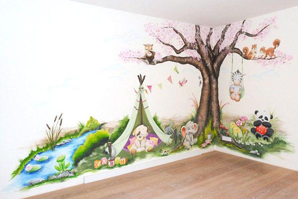 avontuurlijke muurschildering op babykamer