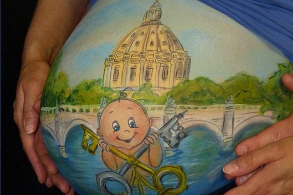 Een Roomse kathedraal en baby in deze bellypaint met een verhaal
