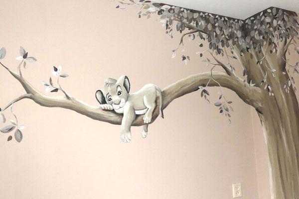 Simba muurschildering in aardetinten