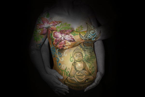 Een Buddha bodypaint in Oosters thema