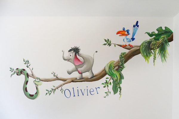 Tak met vrolijke diertjes als muurschildering op kinderkamer