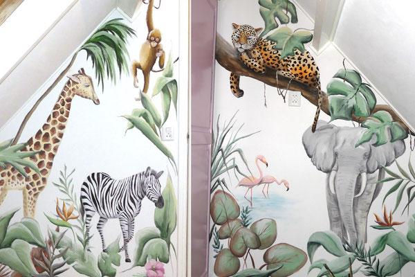 Kinderkamer met jungledieren geschilderd