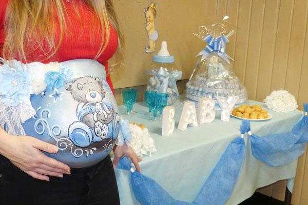 Bellypaint gemaakt op een baby-shower