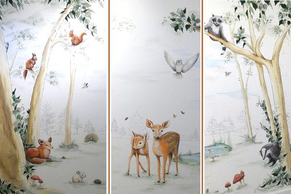 Bosdieren in deze muurschildering op babykamer