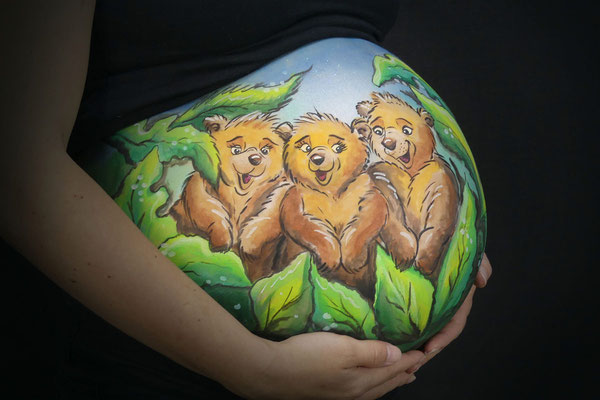 Buikschildering met 3 beertjes afgeleid van Brother Bear