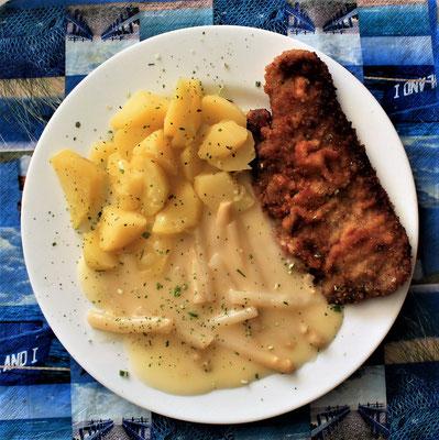 05.06.2020 Schweineschnitzel paniert mit Kartoffeln, Spargel in heller Soße