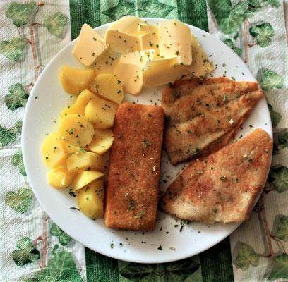 21.02.2020 Schollenfilet, Knusperfisch, Kartoffeln und Butter