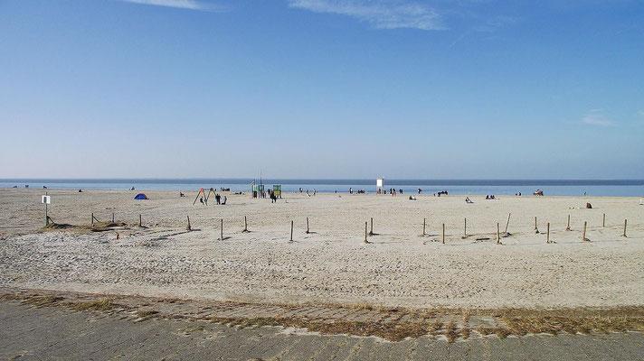Am Strand von Carolinensiel